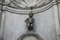 briusellis-sisiojantis-berniukas-14608