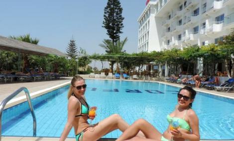 corfu-hotel-turistai-4051