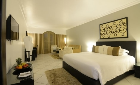 the-zuri-white-sands-resort-casino-kambarys-lova-14814