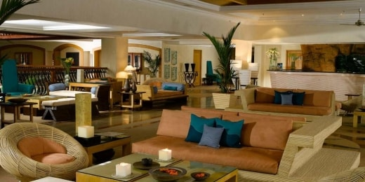 the-zuri-white-sands-resort-casino-lounge-14816