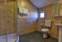 villa-velzon-juodkalnija-vonios-kambarys-16813
