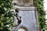 Besišlapinančio berniuko skulptūra