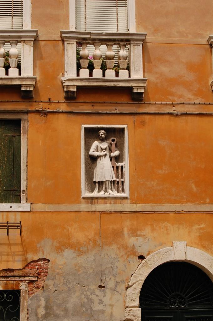 Venecijos skersgatviai, Makalius, Italija