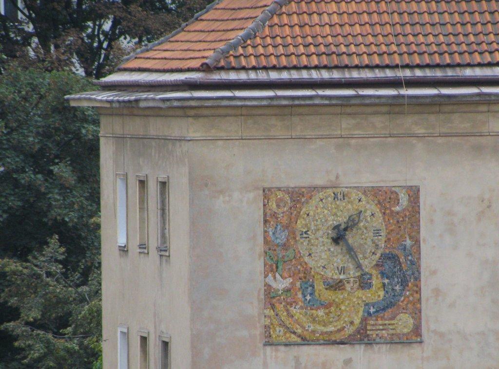 laikrodis ant sienos varsuvoje